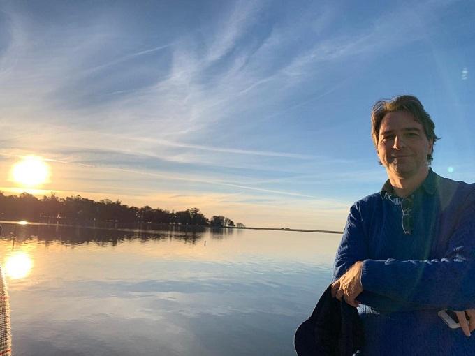 Durante as pesquisas, o narrador do documentário, Alexandre Kraemer, visitou as terras por onde os antepassados passaram. (Foto Arquivo Pessoal)