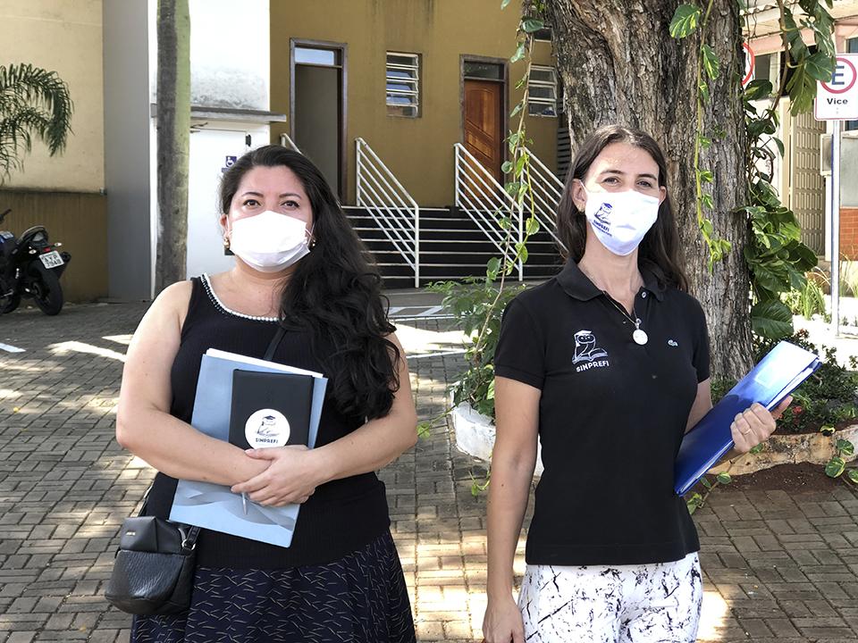Viviane J Benitez (dir. de políticas sindicais SINPREFI) e Marli M. Queiroz (pres. SINPREFI) participarão do protesto em favor das aulas remotas. (Foto Assessoria)