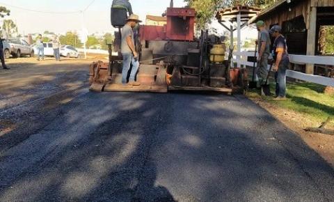Prefeitura presenteia CTG Pealando a Saudade com asfalto na Semana Farroupilha