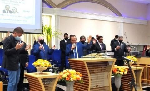 Prefeito Paranhos acompanhado do vereador Romulo Quintino participaram de culto em ação de graças pelo aniversário do Pr Antônio Batista Maia