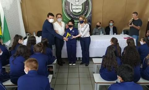 Colégio Cívico Militar Vila John Kennedy em Quedas do Iguaçu, recebe uniformes