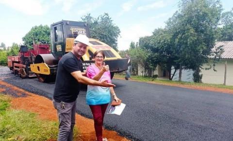Prefeitura de Quedas do Iguaçu leva asfalto para Vila Rural e Novo Horizonte